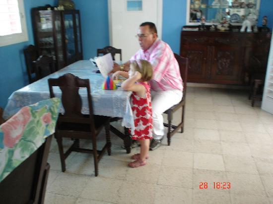 Hostal Las Americas: el dueño,esta foto salio mal