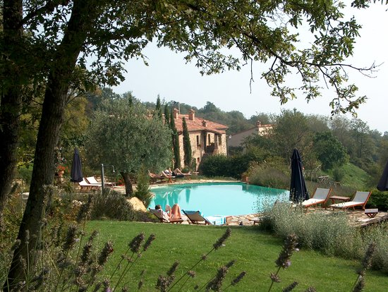 San Casciano dei Bagni, Italie : gorgeous swimming pool with breathless view