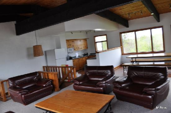 Tyrolean Village Resort at Blue Mountain: Spacious Living Room and Dining Room
