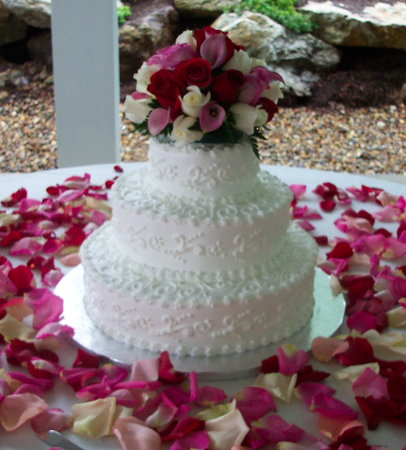 Beautiful 4 tier wedding cake featuring mixed designs and double ...