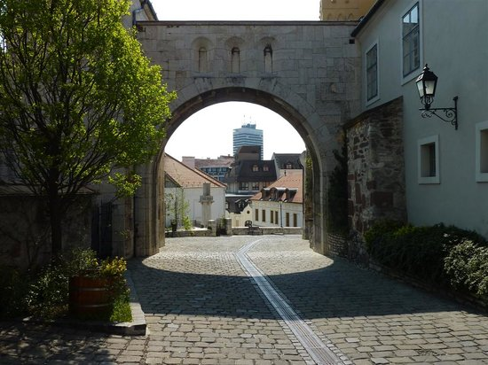 Veszprem, Hungria: Backside of Heroes Gate