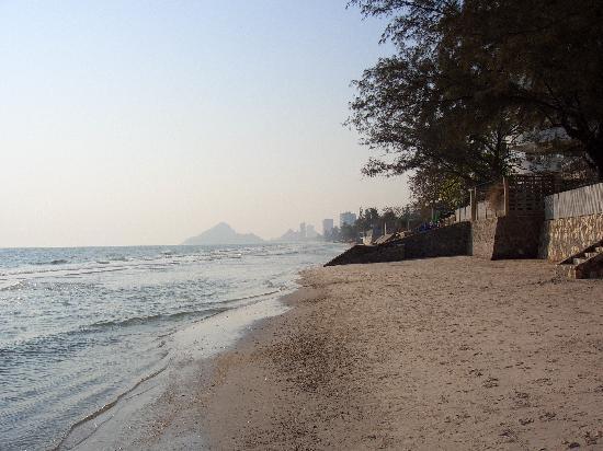 Minitel Hotel: Beach looking south from minitel