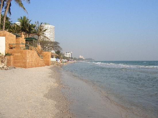 Minitel Hotel: Beach looking north from minitel