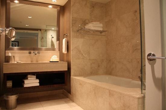 L'Hermitage Hotel: The washroom - behind the door there is a stand-up shower and to the left there is a separate ro