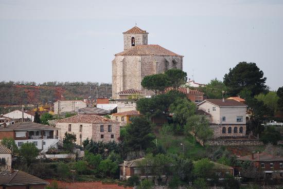 El Pontifical: Village view, hotel on left below church.