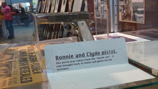 Bonnie & Clyde's Gun - Picture of Texas Prison Museum, Huntsville
