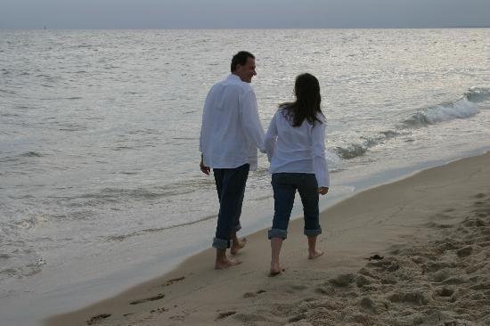 Winnetu Oceanside Resort : Couples can relax and reconnect at the Winnetu with leisurely walks along South Beach.