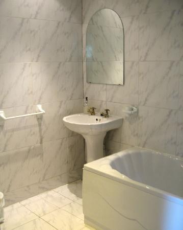 Green Park Hotel: En suite bathroom