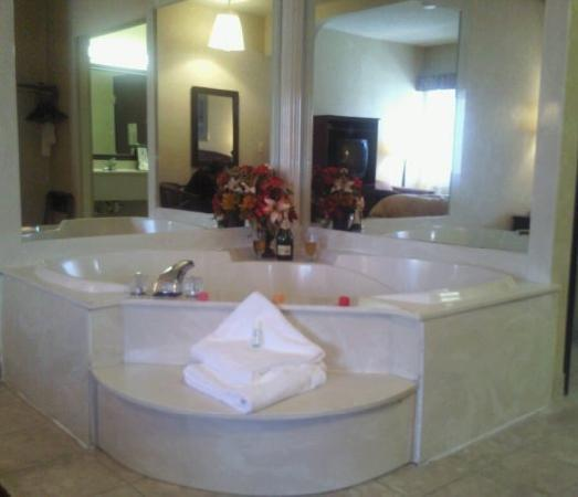 A Victory Suites: Whirlpool Suite