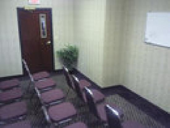 A Victory Suites: Meeting Space