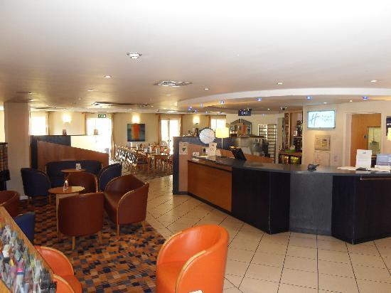 Holiday Inn Express Canterbury: Hotel lobby