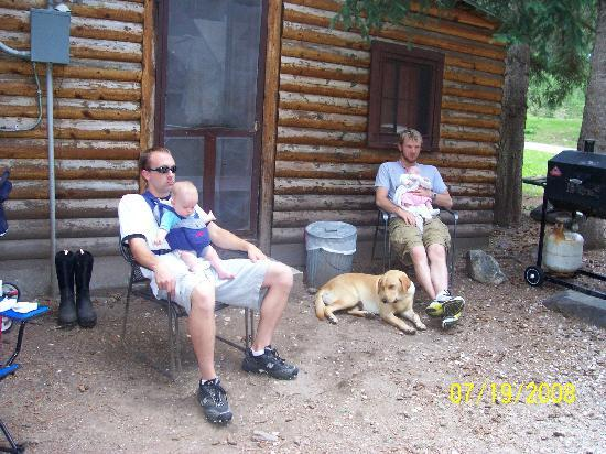 Harney Camp Cabins: Daddy's resting with the babies.