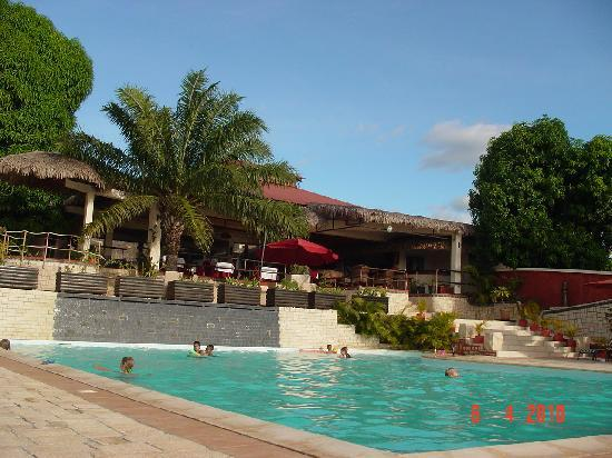 Les Roches Rouges : Pool and restaurant