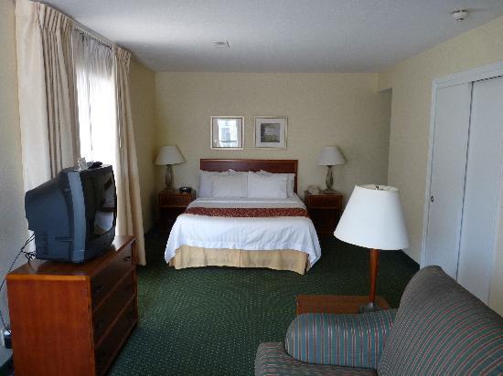 Residence Inn Cincinnati North/Sharonville: Bed