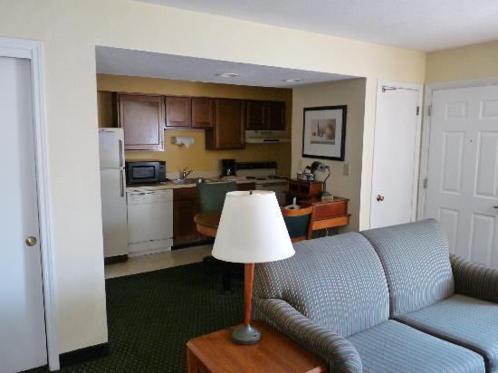 Residence Inn Cincinnati North/Sharonville: Kitchen