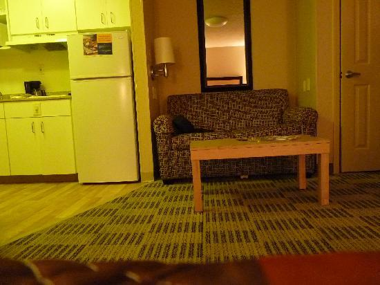 Extended Stay America - Destin - US 98 - Emerald Coast Pkwy. : shot towards kitchen