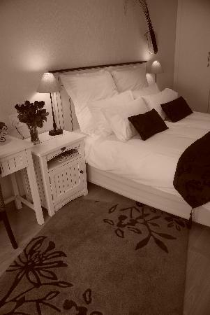 No. 5 on Franschoek: Luxury en suite Red Room