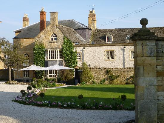 The Kings Hotel Chipping Campden View Of Garden From Cottage