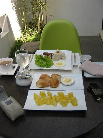 T House Tagaytay: Breakfast served my style:)