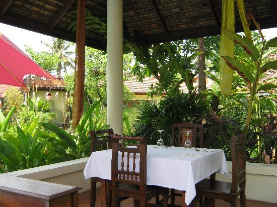 Oriental Siam Resort : Pool side dining