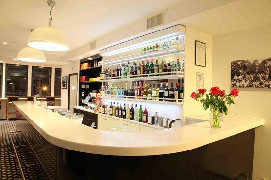 Hotel 202: Espace Bar