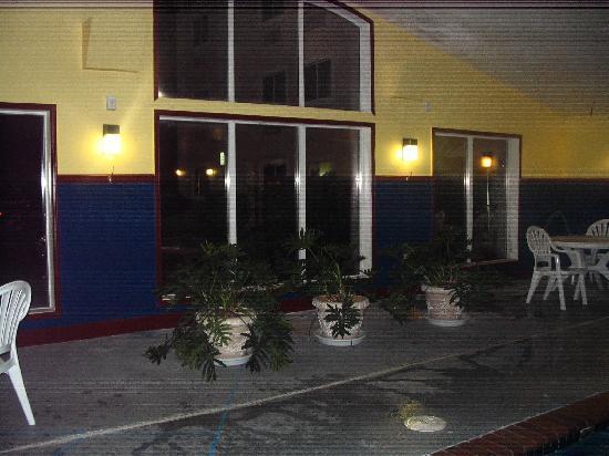 Baymont Inn & Suites Lawton: Pool area