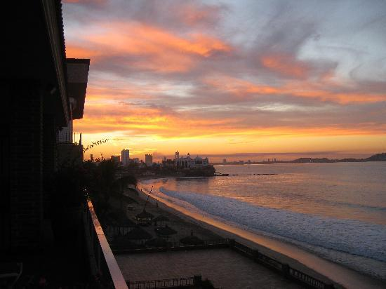 Hotel Playa Mazatlan: Beach sunset