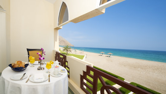 Golden Tulip Resort- Dibba: Balcony Breakfast