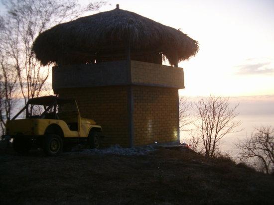 Bahia Estacahuite : el Nido del Aguila,   guardian de la Bahia