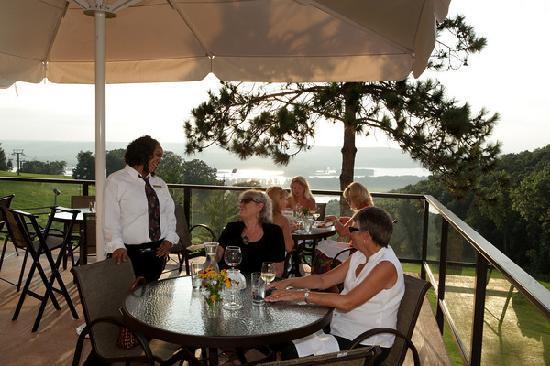 Chestnut Mountain Resort: Sunset Grille Deck