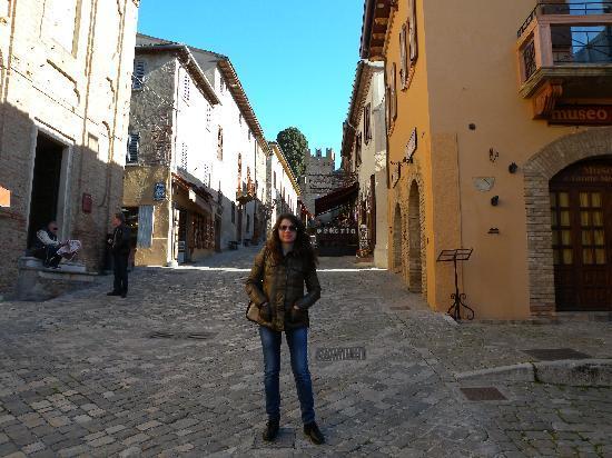 La Loggia Di Gradara Relais : balconcino dell'hotel e borgo di gardara 2