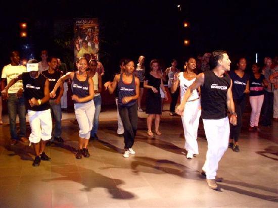 Club Salseando Chevere: víaDanza Dance Company