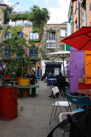 Neal's Yard Salad Bar: kies een plek