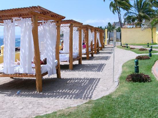 Plaza Pelicanos Grand Beach Resort: Life is good!!