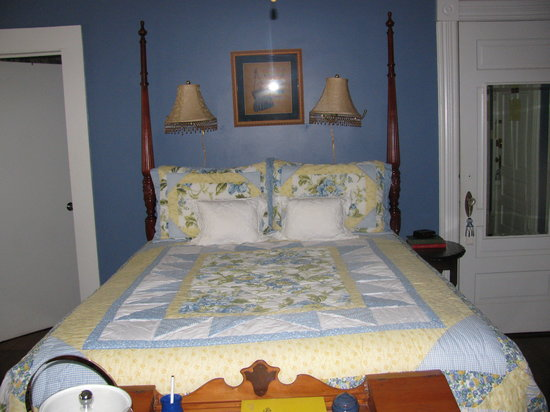 The Chipley Murrah House Bed and Breakfast: The bed was so comfortable!!!