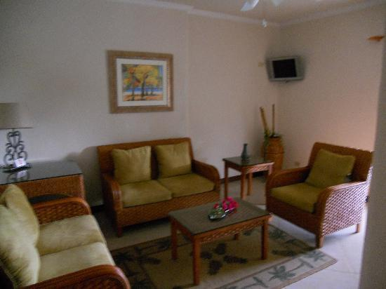 Sugar Cane Club Hotel & Spa : Lounge area in our room