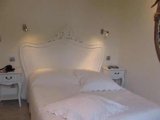 Ideal Sejour Hotel: le lit très confortable et romantique