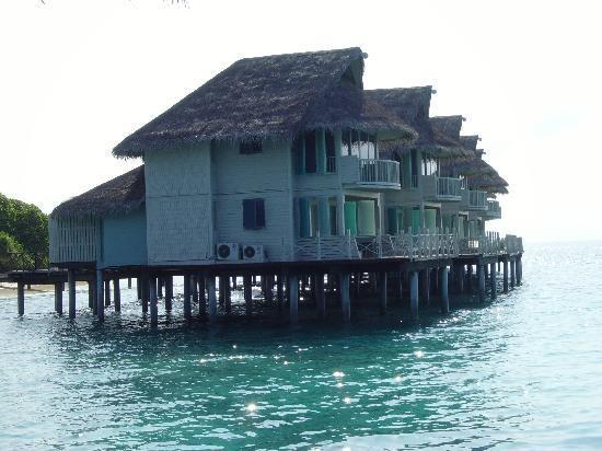 Alidhoo Island: water villa