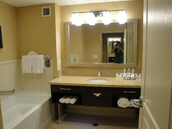 Holiday Inn Express - Jacksonville Beach : Bathroom