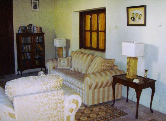 Casa Santiago: Comfy lounge area