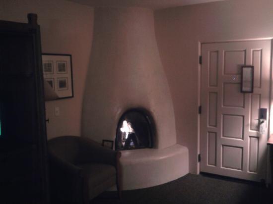 Old Santa Fe Inn: Fireplace in corner of room.