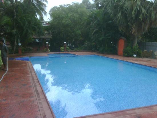 Chalston Beach Resort: Small pool