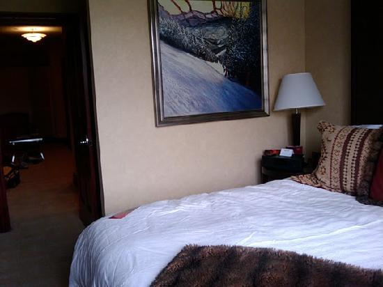 Beaver Creek Lodge: another bed shot