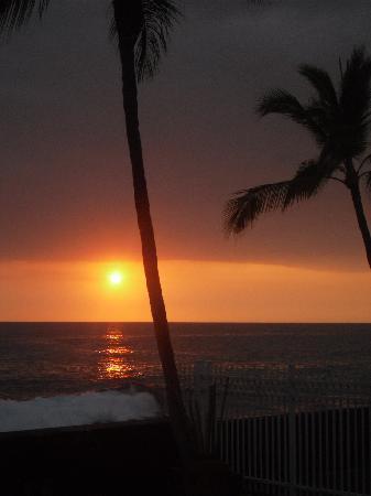 Kona Magic Sands: Sunset from lanai