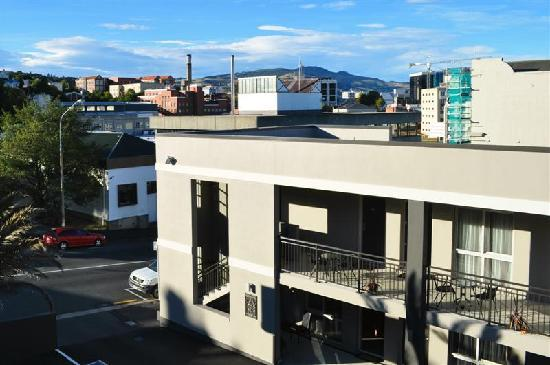 Dunedin Palms Motel : View from our room balcony toward Speights brewery.