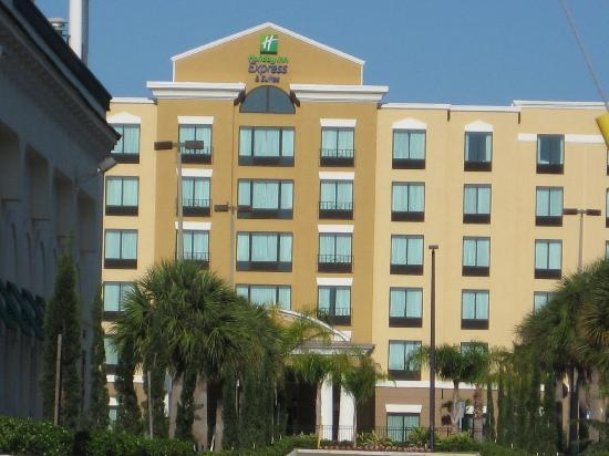 Holiday Inn Express Hotel & Suites Orlando - International Drive: Front View