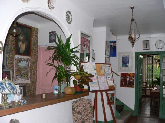 Hotel La Lubiane : Reception with flowers