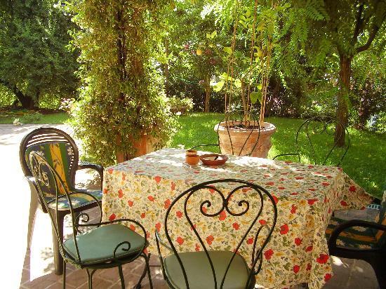Fonte del Castagno : The perfect patio for Brunello drinking