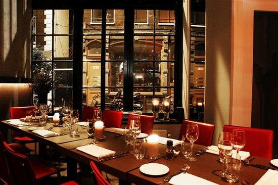 Looks Restaurant: Table