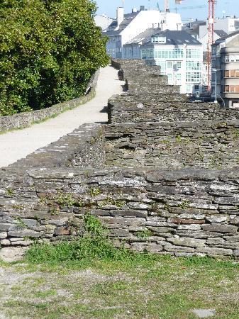 Las murallas romanas de Lugo: City walls - an easy and interesting walk